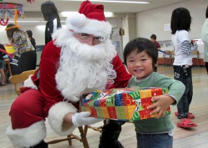 091220-N-XXXXX-001 FUJISAWA CITY, Japan (Dec. 20, 2009) Petty Officer 1st. Class James Durrance acts as Santa during a visit to distribute toys to children of the Misono Orphanage. The community service project was supported by the First Class Petty Officer Association of the guided-missile cruiser USS Cowpens (CG 63). (U.S. Navy photo/Released)