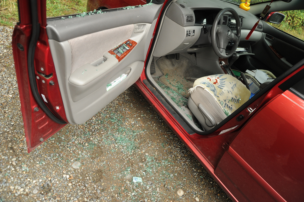 Warning, don't leave valuables in your car!